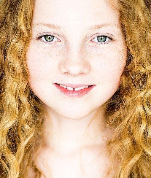 Portræt - close up af rødhåret pige