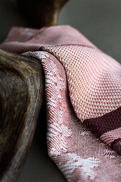 Tekstildesignet stof fotografert henover gevir